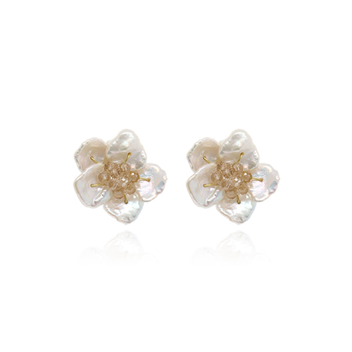 Natural Pearl Flower Shape Post Earrings